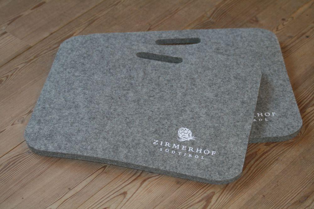 zweier set sitzkissen gro aus filz grau hofladen s dtirol. Black Bedroom Furniture Sets. Home Design Ideas